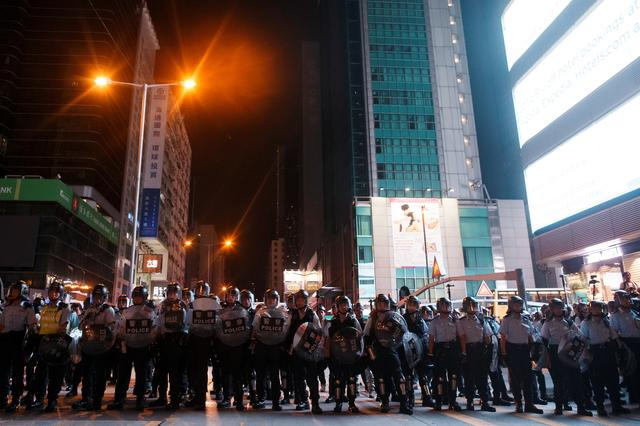Riot police take position to disperse anti-extradition bill protesters after a march at Hong Kong's tourism district Nathan Road near Mongkok, China July 7, 2019.    REUTERS/Thomas Peter