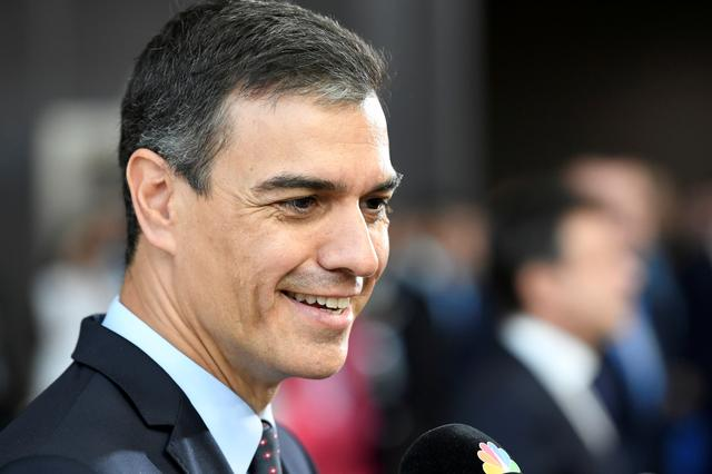 FILE PHOTO: Spain's Prime Minister Pedro Sanchez speaks to media as he arrives to take part in a European Union leaders summit, in Brussels, Belgium July 2, 2019. REUTERS/Piroschka Van De Wouw/File Photo