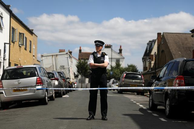 A police officer stands at the cordon on the street where a heavily pregnant woman was stabbed to death in the Thornton Heath area of London, Britain June 30, 2019. REUTERS/Simon Dawson