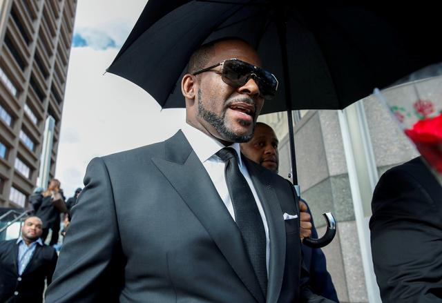 FILE PHOTO: Grammy-winning R&B star R. Kelly leaves the Cook County courthouse after a hearing on multiple counts of criminal sexual abuse case, in Chicago, Illinois, U.S. March 22, 2019. REUTERS/Kamil Krzaczynski