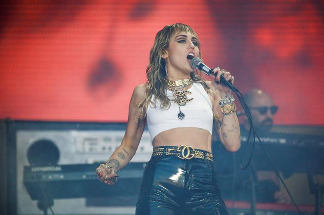 FILE PHOTO: American singer Miley Cyrus performs on the Pyramid Stage during Glastonbury Festival in Somerset, Britain June 30, 2019. REUTERS/Henry Nicholls/File Photo