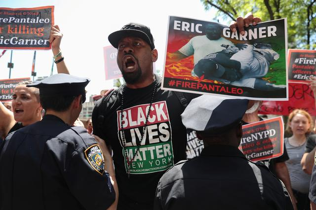 FILE PHOTO - Demonstrators protest during the disciplinary trial of police officer Daniel Pantaleo in relation to the death of Eric Garner at 1 Police Plaza in New York City, U.S., June 6, 2019.  REUTERS/Shannon Stapleton