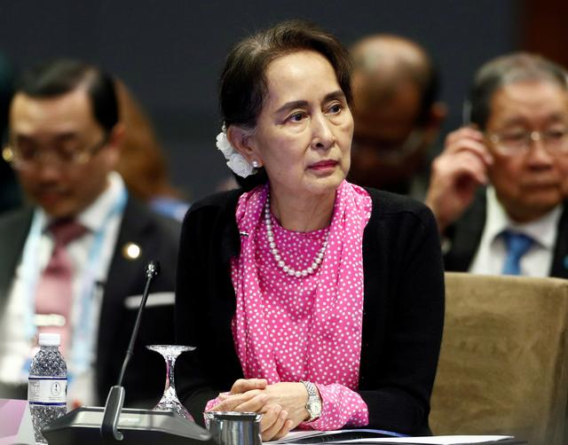 FILE PHOTO: Myanmar's leader Aung San Suu Kyi attends the ASEAN-China Summit in Singapore November 14, 2018. REUTERS/Edgar Su/File Photo