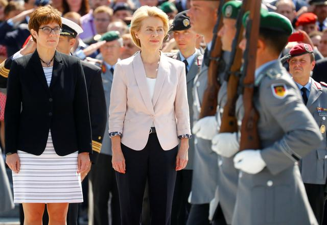 Incoming German defense minister Annegret Kramp-Karrenbauer and outgoing minister and elected European Commission President Ursula von der Leyen attend a welcoming ceremony for a new minister at the Defense Ministry in Berlin, Germany, July 17, 2019. REUTERS/Hannibal Hanschke