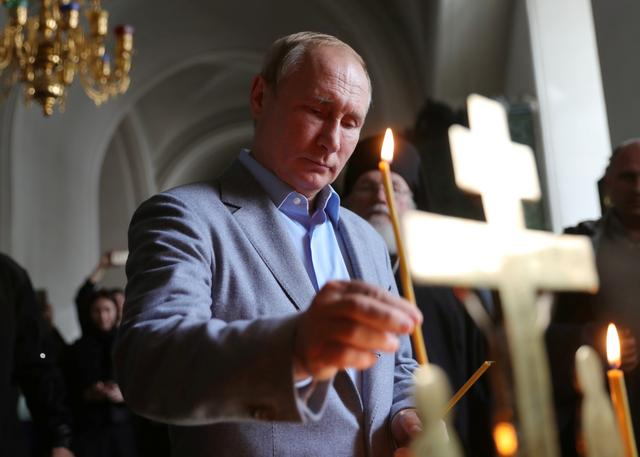 Russia's President Vladimir Putin places a candle as he visits the Transfiguration of the Saviour Cathedral at the Valaam Monastery in the Republic of Karelia, Russia July 17, 2019. Sputnik/Mikhail Klimentyev/Kremlin via REUTERS