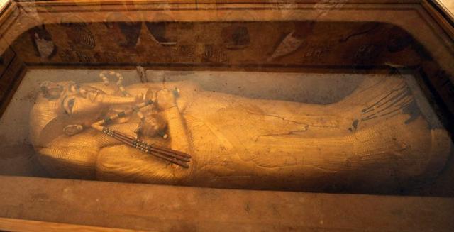 El sarcofago del rey niño egipcio Tutankamón en su nueva tumba renovada en el Valle de los Reyes en Luxor, Egipto. 31 de enero de 2019. REUTERS/Mohamed Abd El Ghany.
