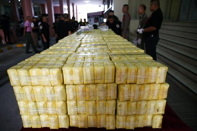 FILE PHOTO: Police officers arrange seized drugs before a news conference at Office of the Narcotics Control Board in Bangkok, Thailand September 18, 2018. REUTERS/Athit Perawongmetha/File Photo