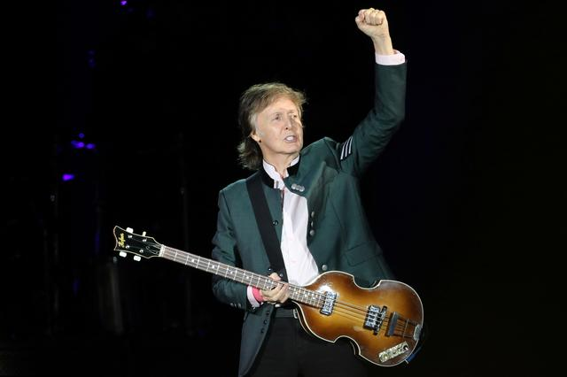 """FILE PHOTO: British musician Paul McCartney performs during the """"One on One"""" tour concert in Porto Alegre, Brazil October 13, 2017. REUTERS/Diego Vara"""