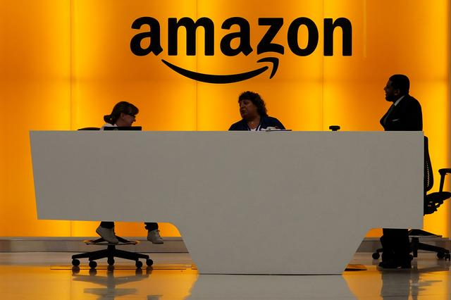 Staff chat at the front desk of the Amazon office in the Manhattan borough of New York, New York, U.S., May 1, 2019.   REUTERS/Carlo Allegri