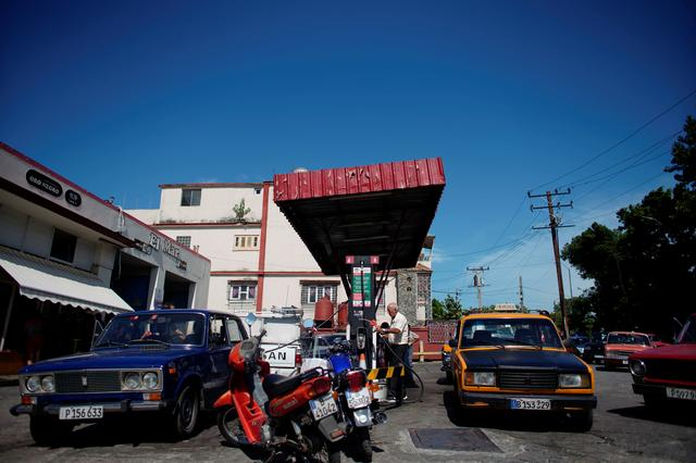 Cars line-up to buy fuel at a gas station in Havana, Cuba, July 19, 2019. REUTERS/Alexandre Meneghini