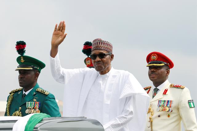 FILE PHOTO: Nigerian President Muhammadu Buhari waves at the crowd during a celebration ceremony marking Democracy Day in Abuja, Nigeria June 12, 2019. REUTERS/Afolabi Sotunde/File Photo