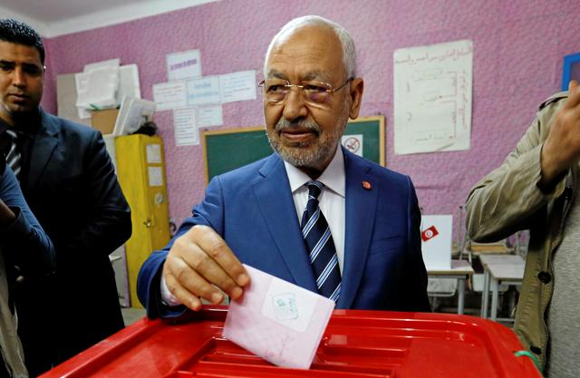 FILE PHOTO: Rached Ghannouchi, head of the Ennahda party, casts his vote at a polling station for the municipal election in Tunis, Tunisia, May 6, 2018. REUTERS/Zoubeir Souissi/File Photo