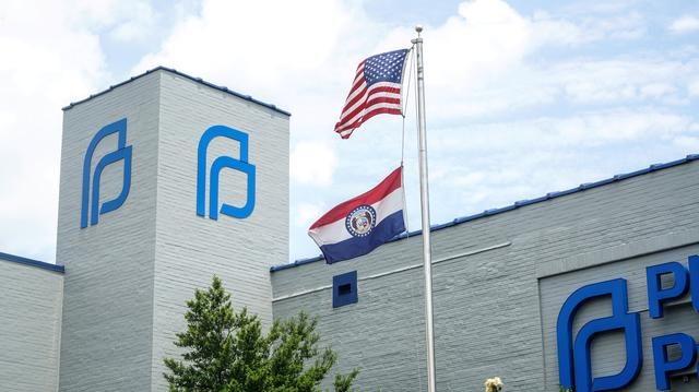 FILE PHOTO: A Missouri state flag waves outside the Reproductive Health Services of Planned Parenthood St. Louis Region, Missouri's sole abortion clinic, in St. Louis, Missouri, U.S. May 28, 2019.  REUTERS/Lawrence Bryant