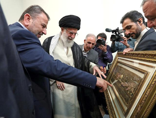 Iran's Supreme Leader Ayatollah Ali Khamenei with Hamas deputy political chief Saleh Arouri point to a picture of the Dome of the Rock during a meeting in Tehran, Iran, July 22, 2019. Official Khamenei website/Handout via REUTERS