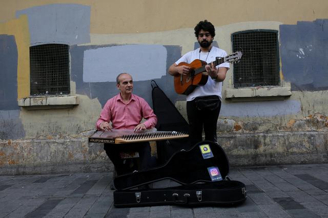 FILE PHOTO: Syrian musicians, refugees from Aleppo, perform in central Istanbul, Turkey, June 20, 2019. REUTERS/Cansu Alkaya