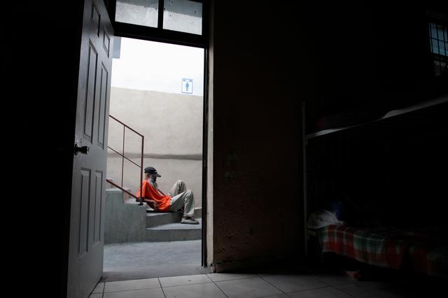 "FILE PHOTO: A migrant from Central America rests at the stairs of the ""Posada Belen"" migrant shelter in Saltillo, Mexico June 15, 2014. REUTERS/Daniel Becerril/File Photo"