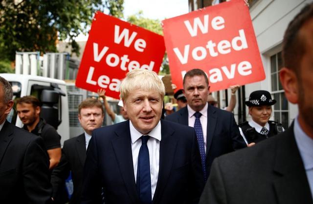 Boris Johnson, candidato al liderazgo del Partido Conservador británico, deja su oficina en Londres, Reino Unido, el 22 de julio de 2019. REUTERS/Henry Nicholls