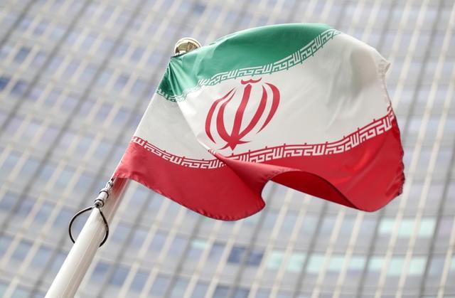La bandera iraní ondea frente a las oficinas de la OIEA en Viena, Austria, 10 julio 2019. REUTERS/Lisi Niesner