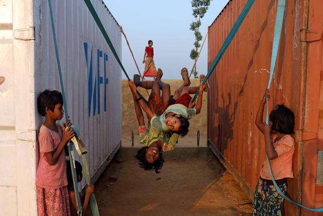 FILE PHOTO: Rohingya refugee children play with a swing at Balukhali camp in Cox's Bazar, Bangladesh, November 16, 2018. REUTERS/Mohammad Ponir Hossain/File Photo