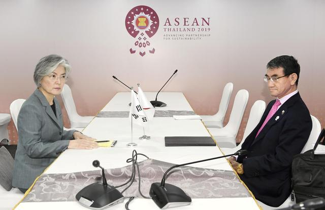 South Korean Foreign Minister Kang Kyung-wha (L) meets her Japanese counterpart Taro Kono during the ASEAN Foreign Ministers' Meeting in Bangkok, Thailand, August 1, 2019.   Mandatory credit Kyodo/via REUTERS