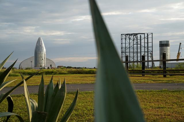 FILE PHOTO: Starship prototype as seen on the day that SpaceX performs an untethered test of the company's Raptor engine mounted on a Starhopper rocket at their facility in Boca Chica, near Brownsville, Texas, U.S. July 24, 2019. REUTERS/Veronica G. Cardenas/File Photo