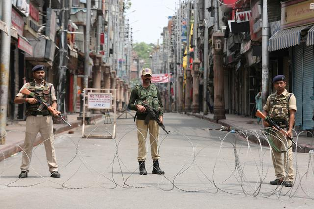 Indian security personnel stand guard along a deserted street during restrictions in Jammu, August 5, 2019. REUTERS/Mukesh Gupta