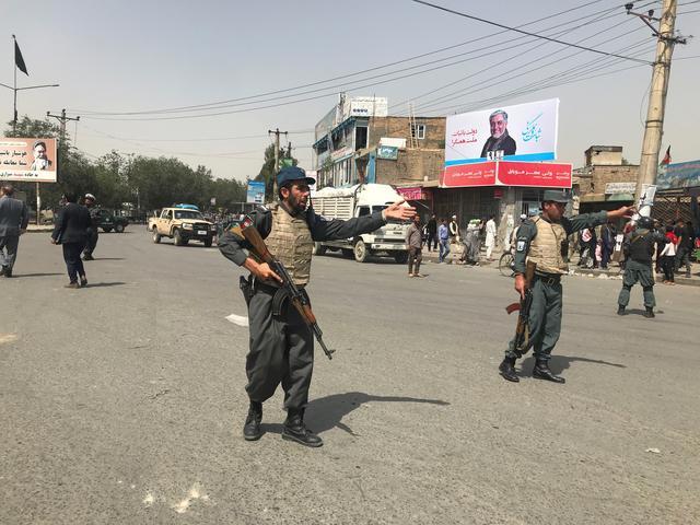 Afghan policemen keep watch near the site of a blast in Kabul, Afghanistan August 7, 2019. REUTERS/Omar Sobhani