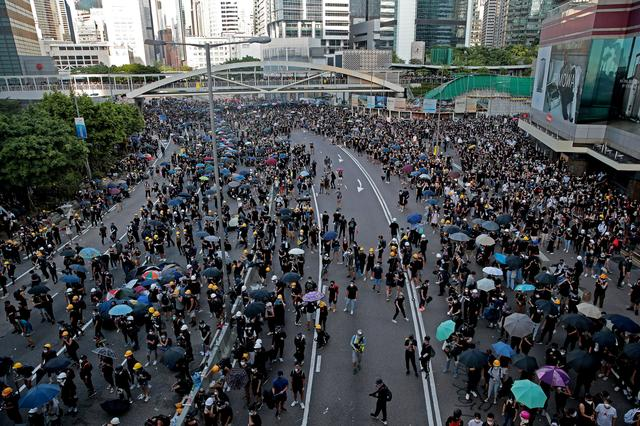 FILE PHOTO: Demonstrators gather as Hong Kong police fire tear gas in Hardcourt Road, Admiralty, in Hong Kong, China, August 5, 2019. REUTERS/Eloisa Lopez