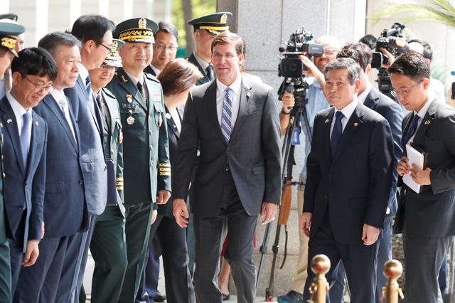 U.S. Secretary of Defense Mark Esper walks with South Korean Defence Minister Jeong Kyeong-doo as his arrives at the Defense Ministry in Seoul, South Korea, August 9, 2019. Jeon Heon-Kyun/Pool via REUTERS