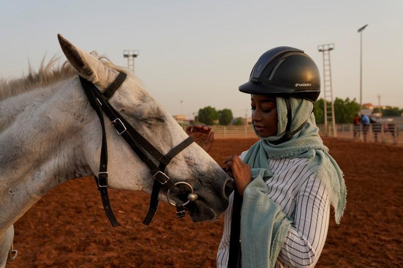 نادي الفروسية بالخرطوم يعاني وسط اضطرابات السودان Reuters