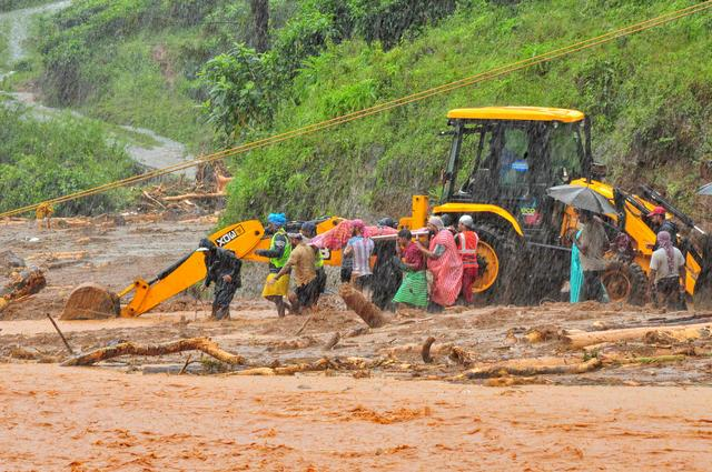FILE PHOTO: Rescuers carry a victim of a landslide caused by torrential monsoon rains in Meppadi in Wayanad district in the southern Indian state of Kerala, India, August 9, 2019. REUTERS/Stringer