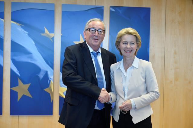 EU Commission President Jean-Claude Juncker poses with future head of the European Commission Ursula von der Leyen at the EU Commission headquarters in Brussels, Belgium, July 23, 2019. REUTERS/Johanna Geron