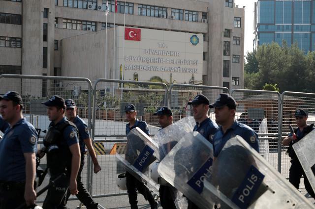 Turkish police walk in front of the Metropolitan Municipality headquarters in Diyarbakir, Turkey, August 19, 2019. REUTERS/Murad Sezer