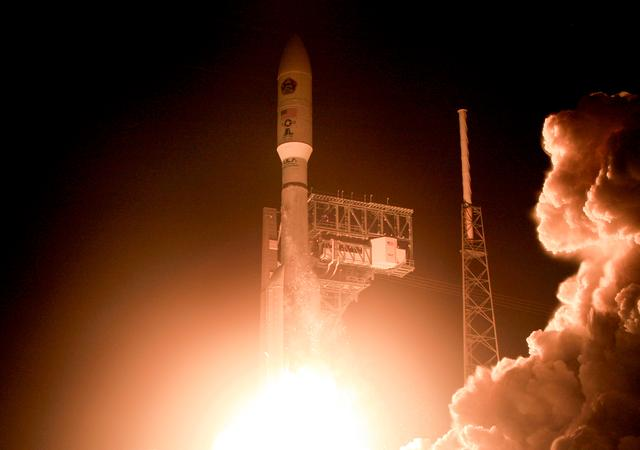 FILE PHOTO: A United Launch Alliance Atlas 5 rocket lifts off from the Cape Canaveral Air Force Station in Cape Canaveral, Florida, U.S., August 8, 2019.  REUTERS/Joe Skipper/File Photo