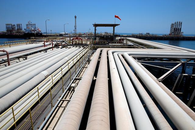 FILE PHOTO: An oil tanker is being loaded at Saudi Aramco's Ras Tanura oil refinery and oil terminal in Saudi Arabia, May 21, 2018. REUTERS/Ahmed Jadallah/File Photo