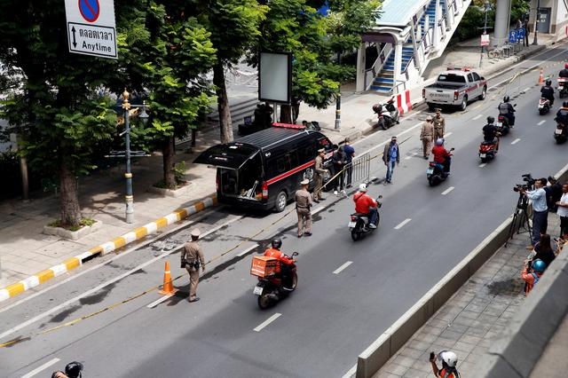 FILE PHOTO: Police Explosive Ordnance Disposal (EOD) officers work following a small explosion at a site in Bangkok, Thailand, August 2, 2019. REUTERS/Soe Zeya Tun/File Photo