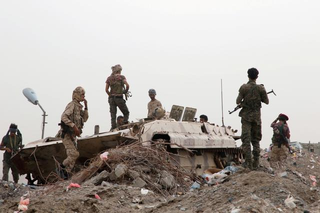 FILE PHOTO: Members of UAE-backed southern Yemeni separatist forces stand by a military vehicle during clashes with government forces in Aden, Yemen August 10, 2019. REUTERS/Fawaz Salman/File Photo
