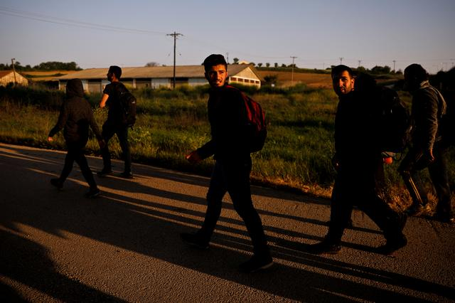 FILE PHOTO: A group of Syrian refugees who crossed the Evros river, the natural border between Greece and Turkey, walk towards the city of Didymoteicho, Greece, April 30, 2018. REUTERS/Alkis Konstantinidis/File Photo