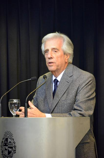 Uruguayan President Tabare Vazquez speaks during a news conference at the Torre Ejecutiva building, called to announce that doctors detected a likely malignant growth in his right lung during a routine checkup, in Montevideo, Uruguay August 20, 2019. Patricia Bueno Fregenal Presidencia de la Republica/Handout via REUTERS