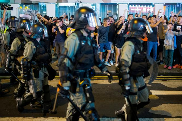 FILE PHOTO: Locals shout at riot police as they chase anti-government protesters down Nathan Road in Mong Kok in Hong Kong, China August 17, 2019.    REUTERS/Thomas Peter/File Photo