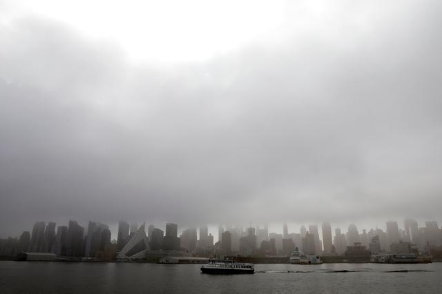 A New York Waterway ferry boat crosses the Hudson River as heavy fog hangs over the Manhattan skyline in New York City, New York, U.S., May 2, 2019. REUTERS/Mike Segar
