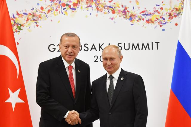 Russian President Vladimir Putin (R) shakes hands with Turkish President Recep Tayyip Erdogan during their bilateral meeting on the sidelines of the G20 leaders summit in Osaka, Japan, on June 29, 2019. Yuri Kadobnov/Pool via REUTERS