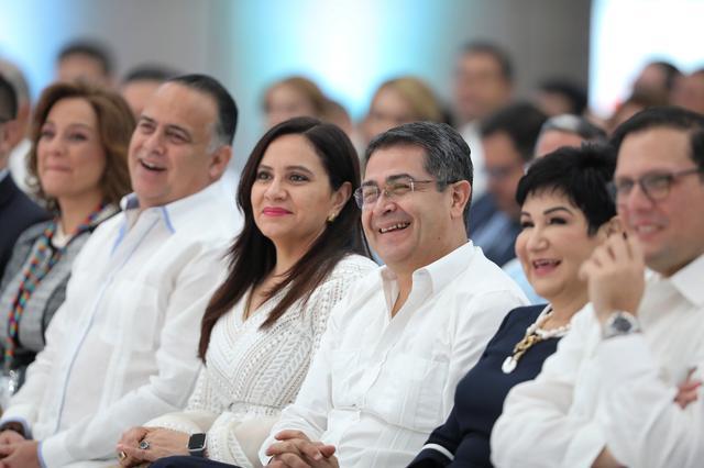 Honduras' President Juan Orlando Hernandez and his wife Ana Garcia attend the XVII Tuxtla Summit in San Pedro Sula, Honduras August 22, 2019. Presidency Honduras/Handout via REUTERS