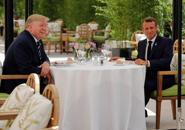 U.S. President Donald Trump and French President Emmanuel Macron attend a lunch ahead of the G7 summit in Biarritz, France August 24, 2019. REUTERS/Carlos Barria