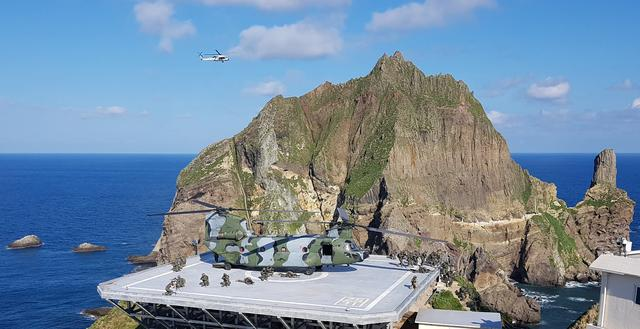 FILE PHOTO: Members of South Korean Marine Corps take part in a military exercise in remote islands called Dokdo in Korean and Takeshima in Japanese, South Korea, August 25, 2019.   South Korean Navy/Yonhap via REUTERS