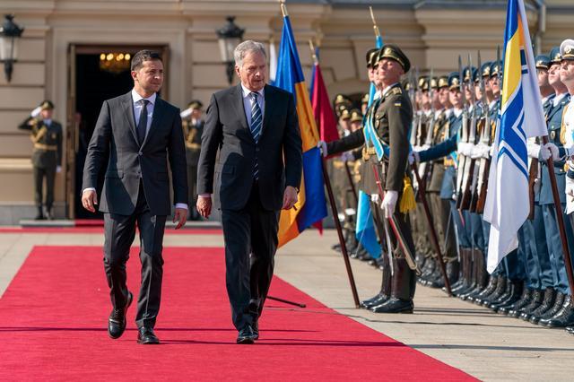 Ukrainian President Volodymyr Zelenskiy and his Finnish counterpart Sauli Niinisto attend a welcoming ceremony in Kiev, Ukraine September 12, 2019. Ukrainian Presidential Press Service/Handout via REUTERS
