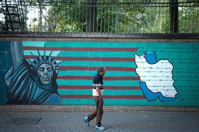 FILE PHOTO - A man walks past an anti-U.S. mural in Tehran, Iran October 13, 2017. Nazanin Tabatabaee Yazdi/TIMA via REUTERS
