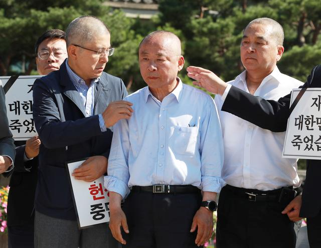 Lee Ju-Young, Deputy Speaker of the National Assembly, stands with Hwang Kyo-ahn, the main opposition Liberty Korea Party chairman, after getting his head shaved to protest the recent appointment of the Justice Minister Cho Kuk in Seoul, South Korea, September 18, 2019. Yonhap via REUTERS