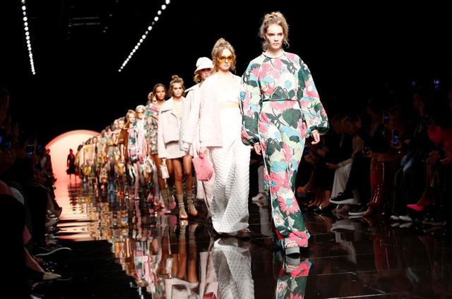 Colección Primavera/Verano 2020 de Emporio Armani en la Semana de la Moda en Milán, Italia, 19 septiembre 2019. REUTERS/Alessandro Garofalo