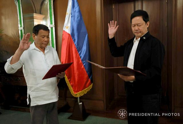 Menardo Guevarra takes an oath as justice secretary next to Philippine President Rodrigo Duterte during a ceremony at the Malacanang Presidential Palace in Metro Manila, Philippines April 5, 2018. Presidential Palace/Handout via Reuters